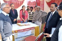 CMD, NHFDC interacting with the officials of Punjab National Bank who were disseminating information about concessional loan to PwDs in the Job Fair for PwDs at Ambala. 14.11.2013.